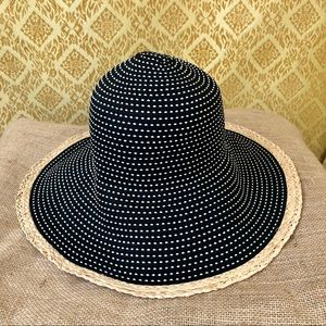 Black and white H&M straw hat